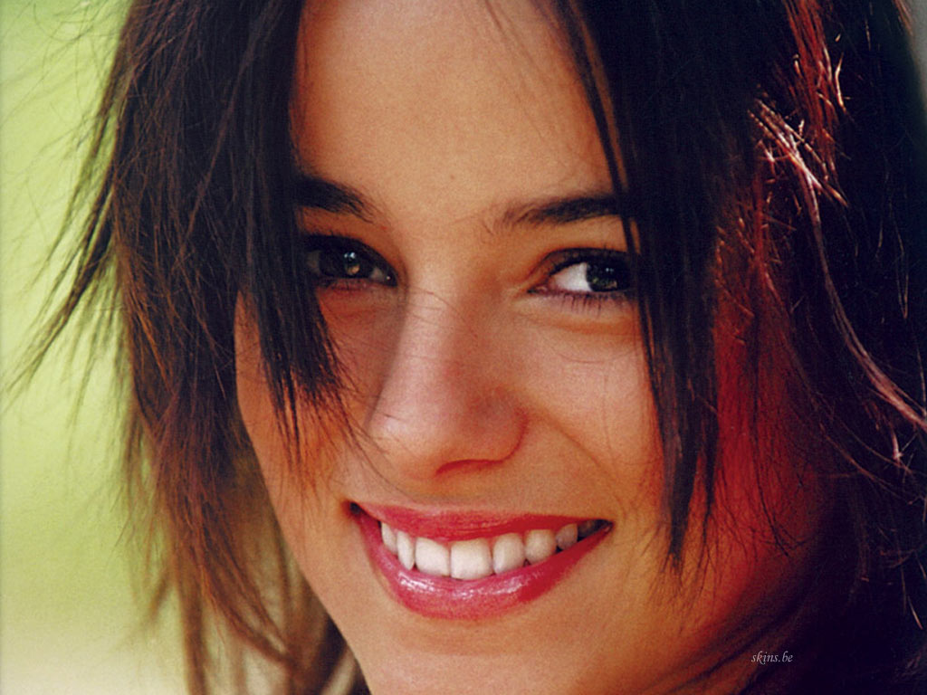 <b>Alizee wallpaper</b> - Celebrity <b>wallpapers</b> - #2454