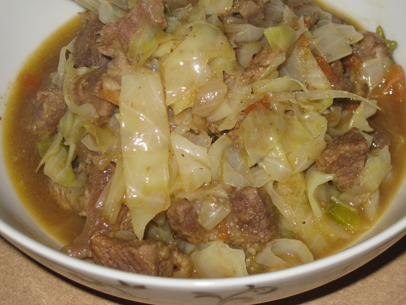 How to cook stewed cabbage
