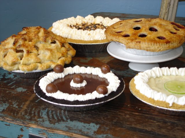 Assortedcheesecakeandpies