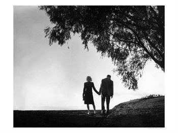external image 9994+Couple-Holding-Hands.jpg
