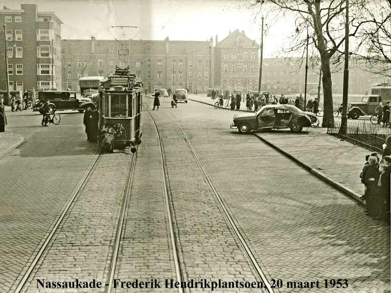 ...lijn 10 bij het Frederik Hendrikplantsoen... oei !