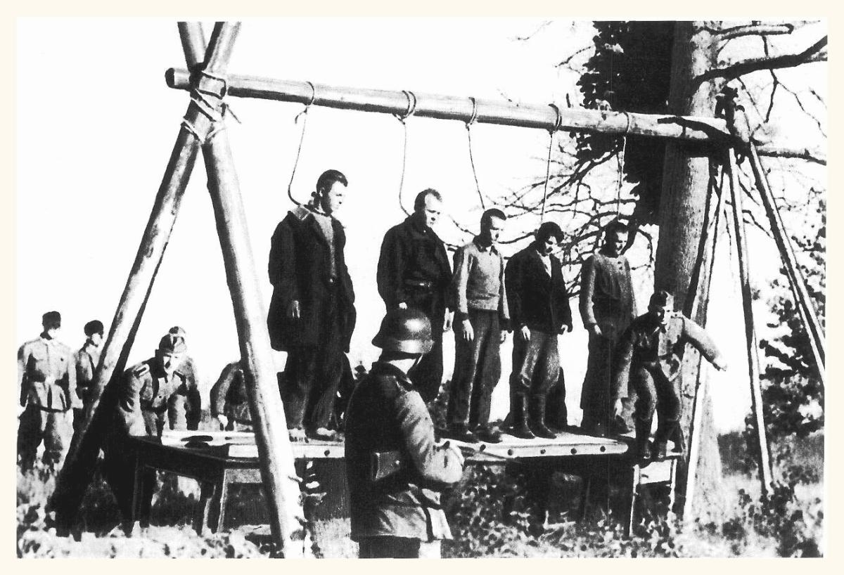 Nazi Women Hanged http://pictureshistory.blogspot.com/2009/11/nazi-germany-attacks-russia-ww2.html