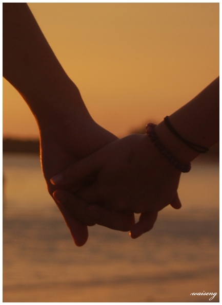 wallpapers of couples holding hands. young Lovers+holding+hands