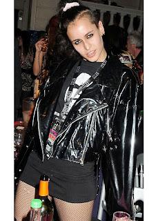 Y la peor vestida de 2009 es...-26-crimenesdelamoda