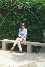 At the Peggy Guggenheim Museum - Picture taken trough an artwork of Anish Kapoor