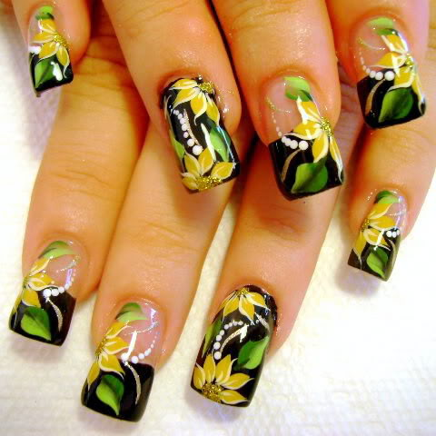 flower designs for nails. their creativity on nails,