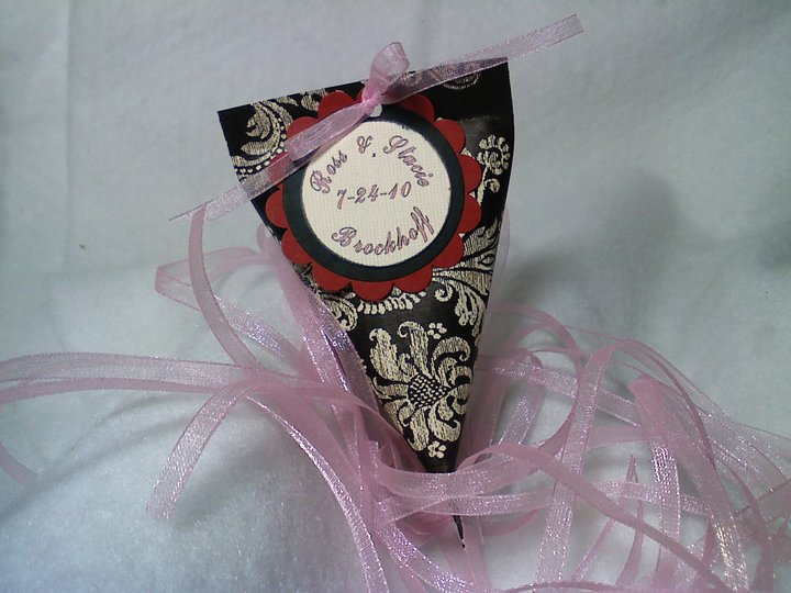 Stacie 39s wedding colors are black ivory red and pink