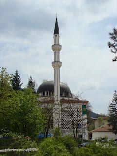 Джамията в центъра на Мадан