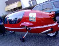 Das Flugzeug-Motorrad von hinten