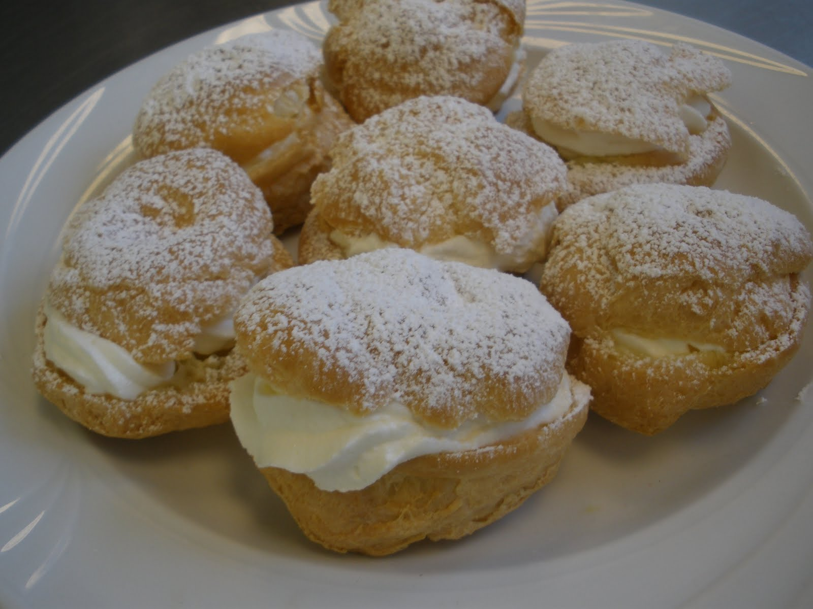 RomAna Catering: PATE-A-CHOUX WITH CREME CHANTILLY!