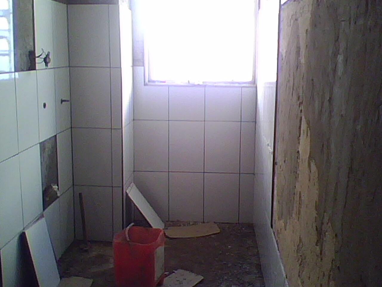 Lavanderia azulejada e detalhe que os azulejos do lado direito já #504A81 1280 960
