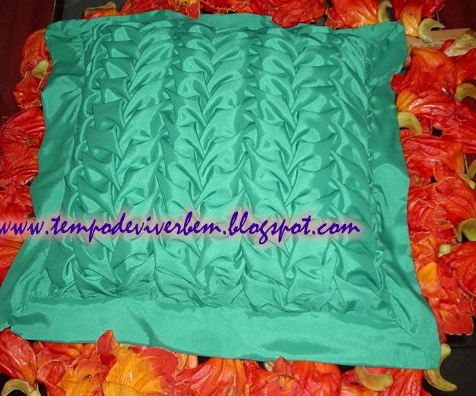 ALMOFADA CAPITON   FOLHAS  Smocked Cushion LEAVES