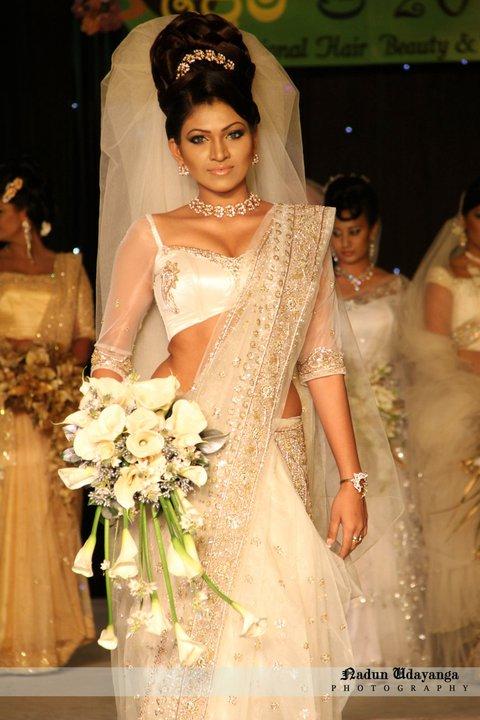 Sri Lankan Super Models Comes Out In Stylish And Colourful Saris Sri Lankan Wedding Photo