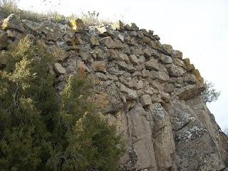 Escasas y deterioradas ruinas del castillo de Tudején