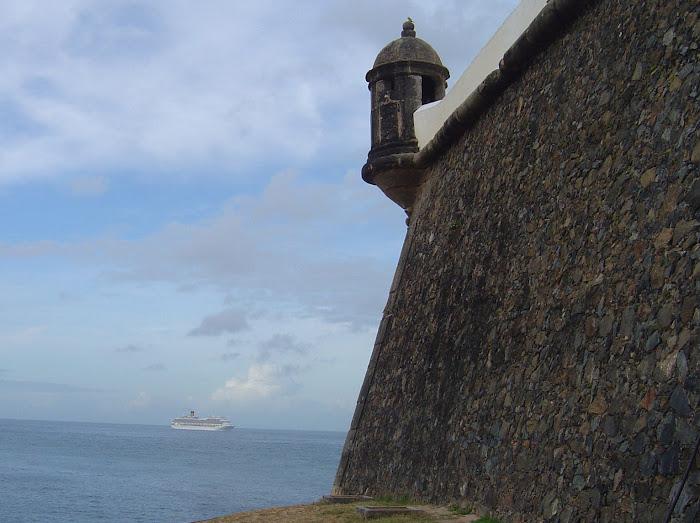 O navio e o forte
