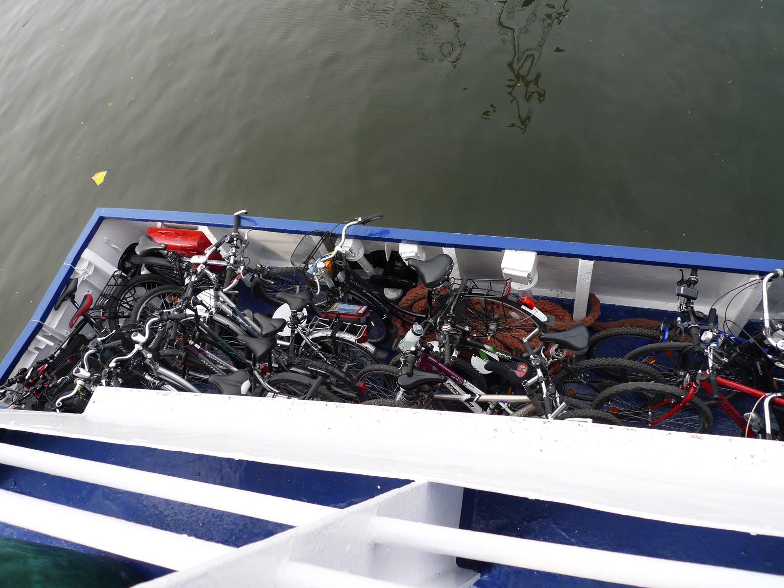 rowery na pokładzie tramwaju wodnego