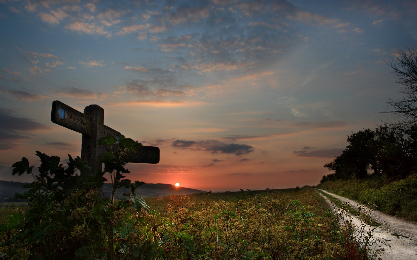 http://1.bp.blogspot.com/_Ym3du2sG3R4/TJbq1Ks4XyI/AAAAAAAAC1Q/BSrVn0-cYAE/s1600/Sunset-HQ-wallpaper.jpg