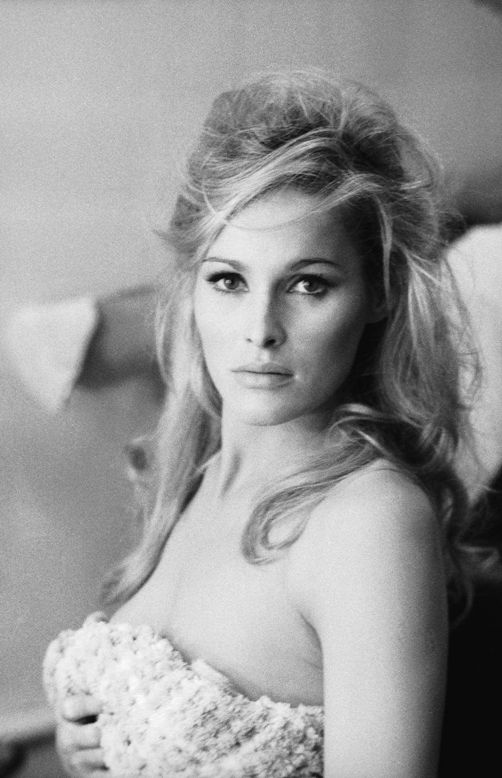 Ursula Andress - Beautiful HD Wallpapers