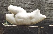 Mulher reclinada.