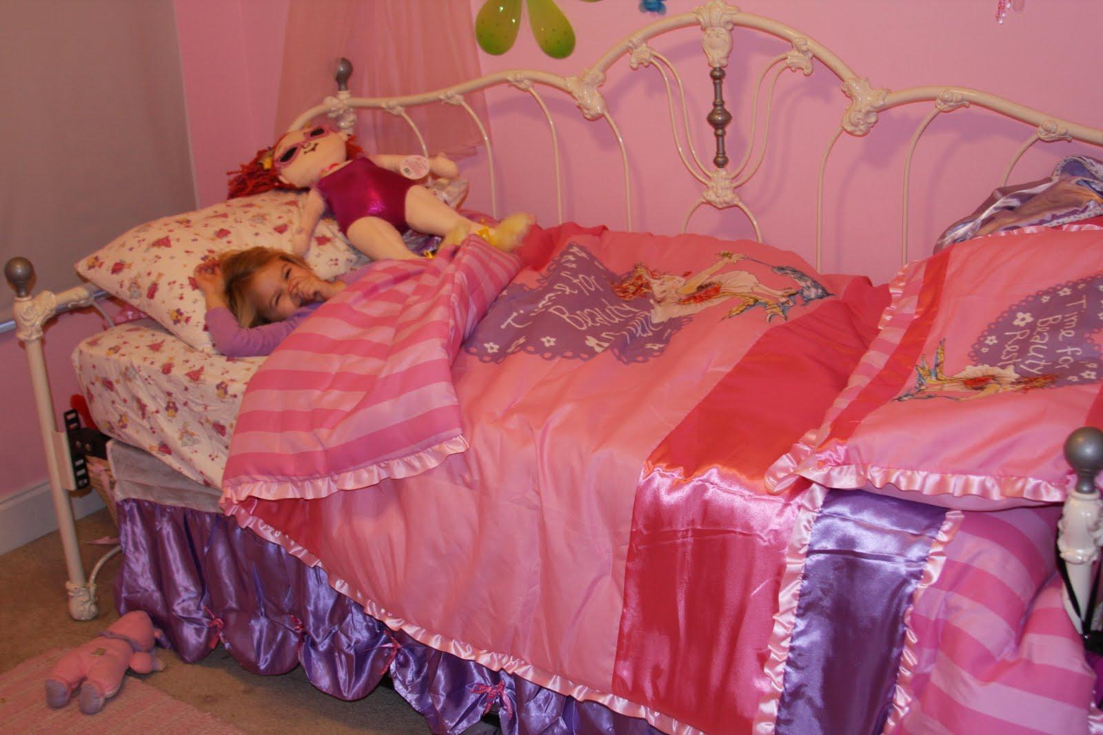 Fancy Nancy Bed Set