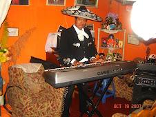 El Charrito de Oro - Tocando Piano