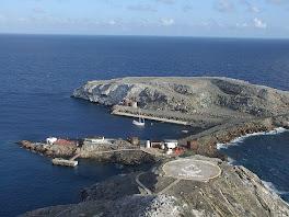 L'abris de Montjes vu du phare