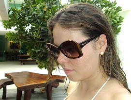 Stephanie Jorge usa sunglasses Butterfly by Prada