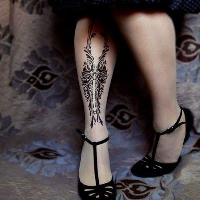 Meias que trazem a irreverência da tatuagem para o inverno 2010