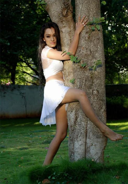 of arya ora heroine of padaharella vayasu unseen pics