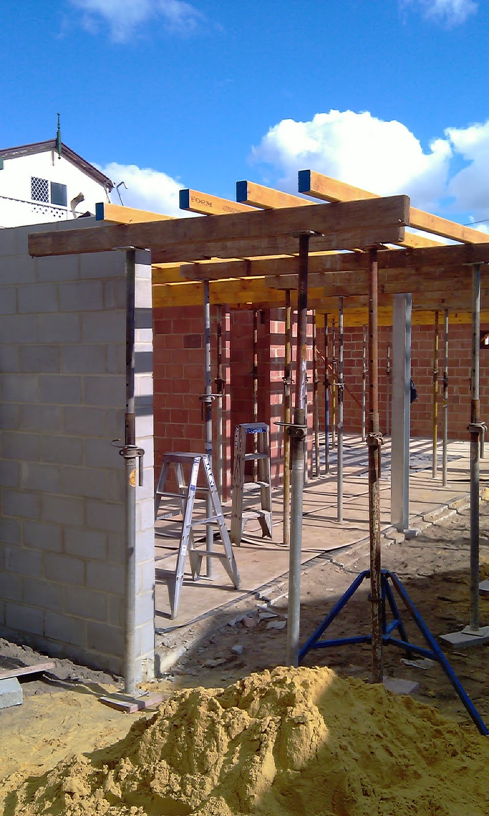 Apartment house formwork for roof slab for Building a house on a slab