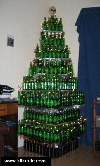 http://1.bp.blogspot.com/_YyXZ9LFygq0/TQhgRw-vWhI/AAAAAAAADq8/DufXBxQycG4/s1600/121410-christmas-beer-tree.jpg