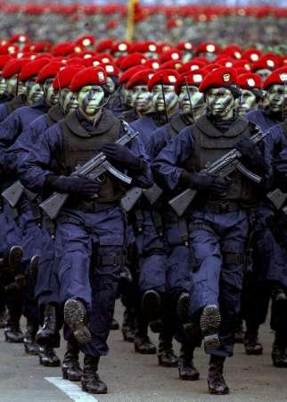 [Image: kopassus_gultor_parade4-2003.jpg]