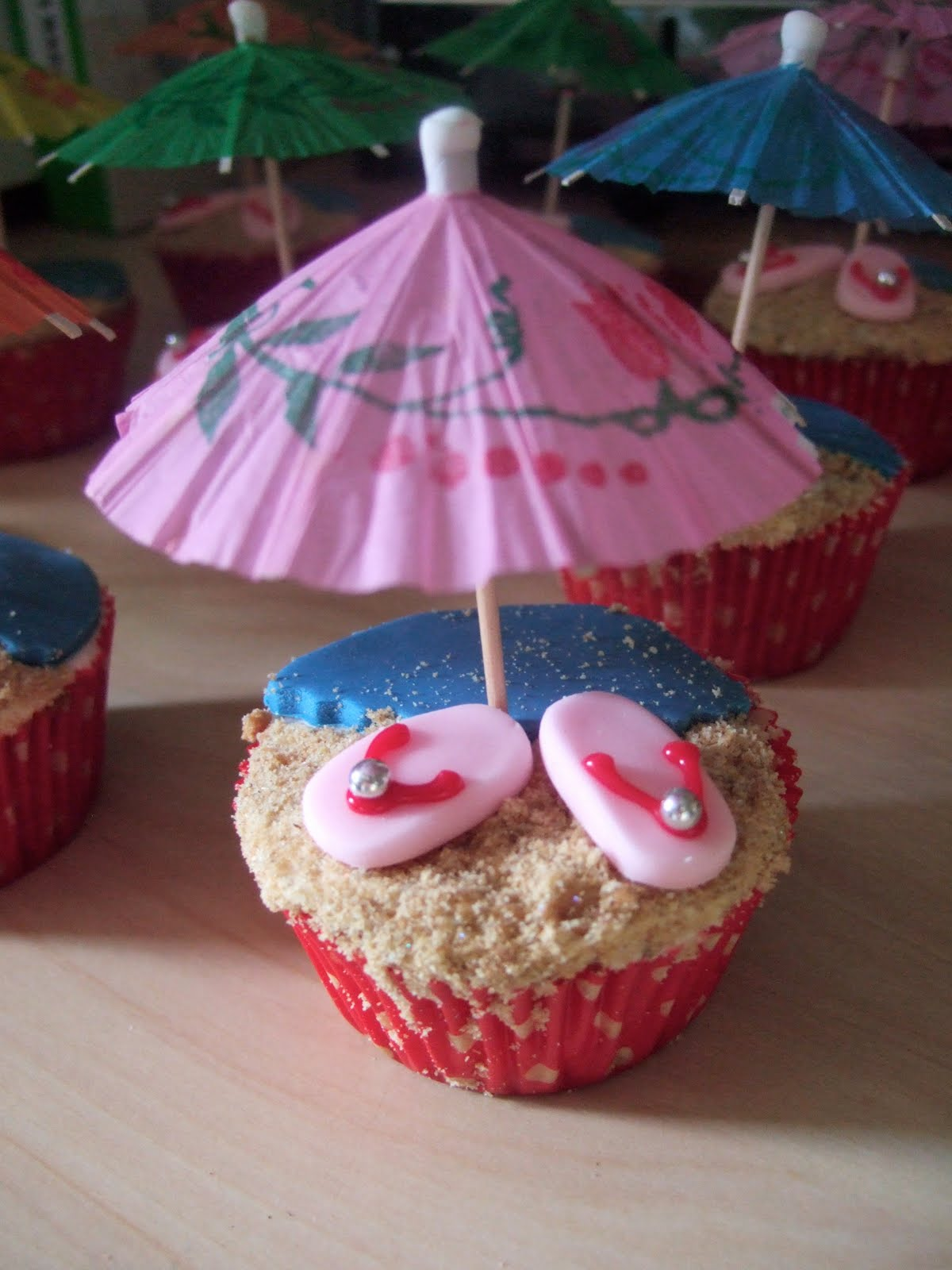 Images Of Party Cupcake : Beach Party time! Luau / Hawaii cupcakesxLairy the ...
