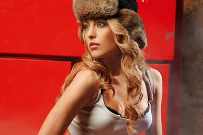 Elena Gheorghe sexy la Maxim