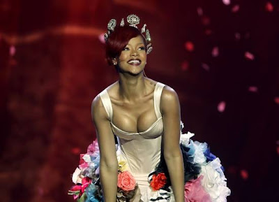 Rihanna was sexy @ MTV EMA 2010