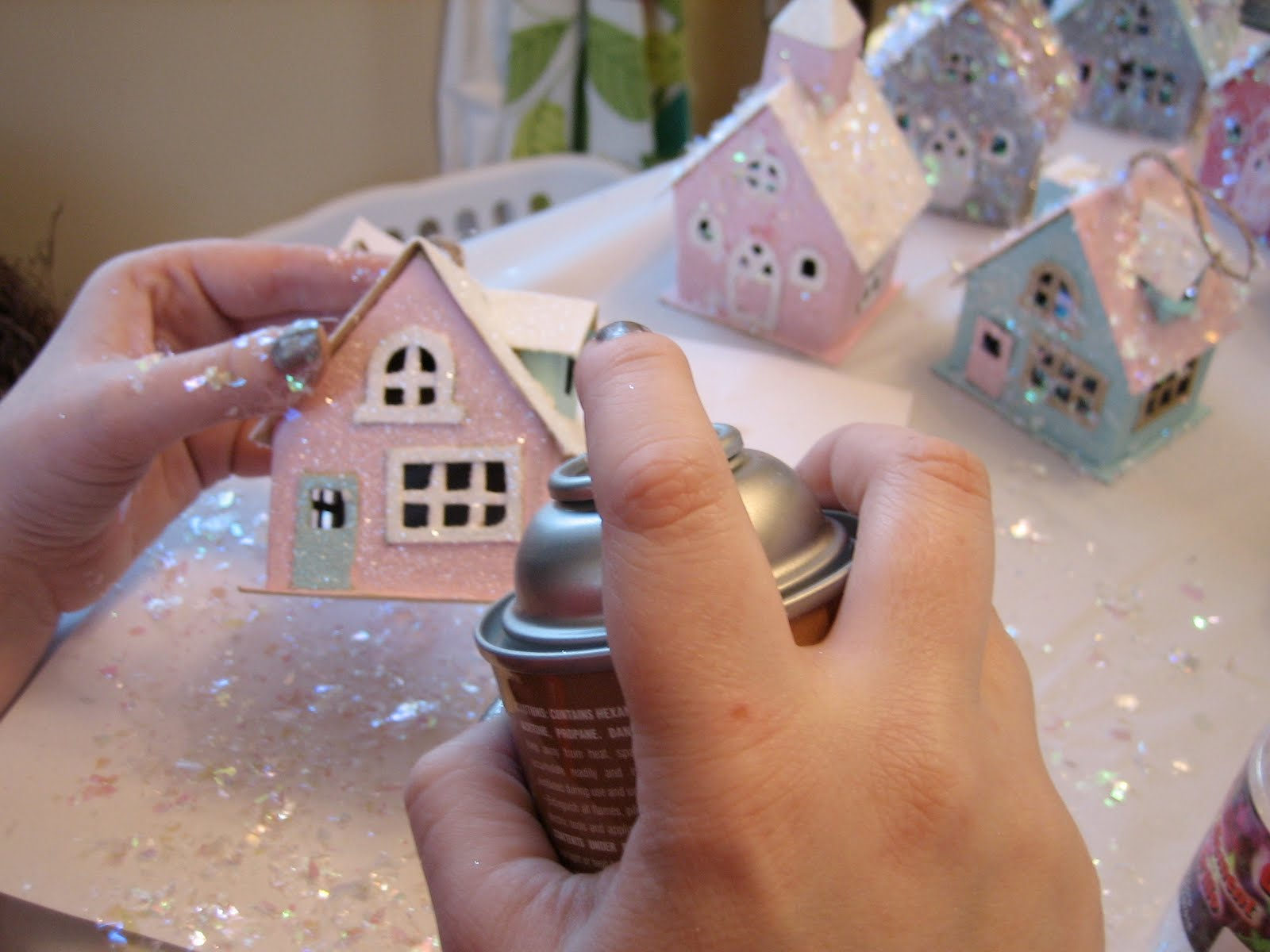 Pink cupcake vintage diy glitter houses for Decoration de maison pour noel