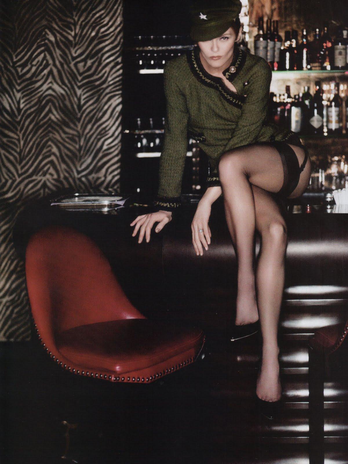 http://1.bp.blogspot.com/_Z-Fg_2TxHpM/S9icVIVuV7I/AAAAAAAAF2s/oWSKbjwmHpI/s1600/Vanessa-Paradis-Vogue-France-Mai-2010-1.jpg