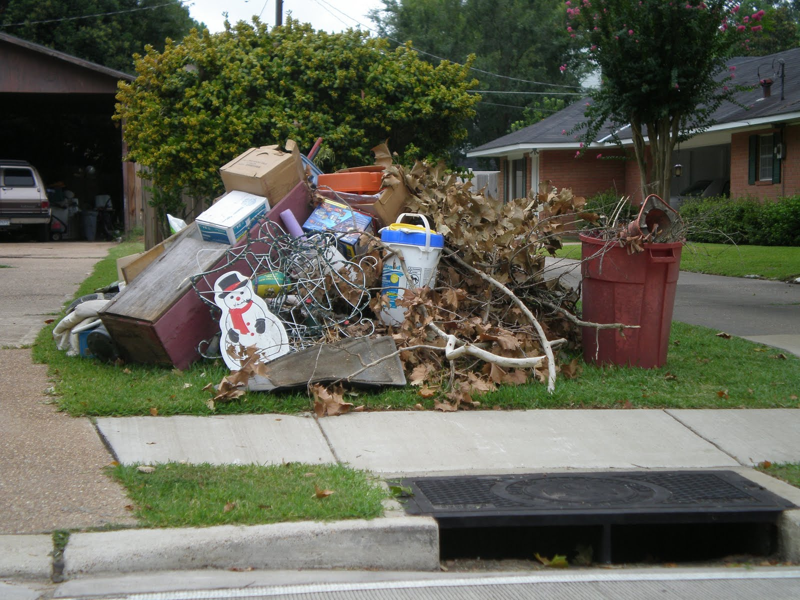 Garbage Pick Up : The suitcase artist what is recycled art