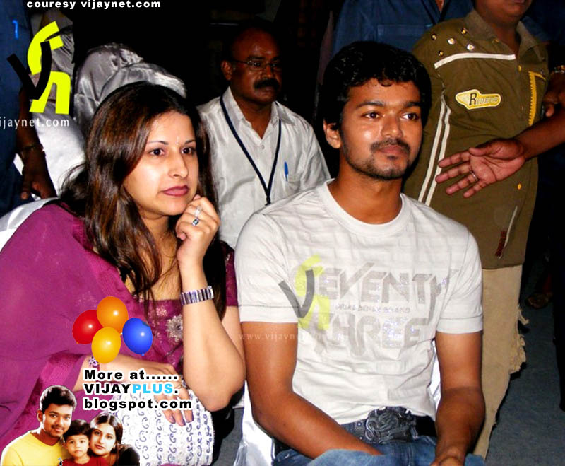 vijay snageetha family photo