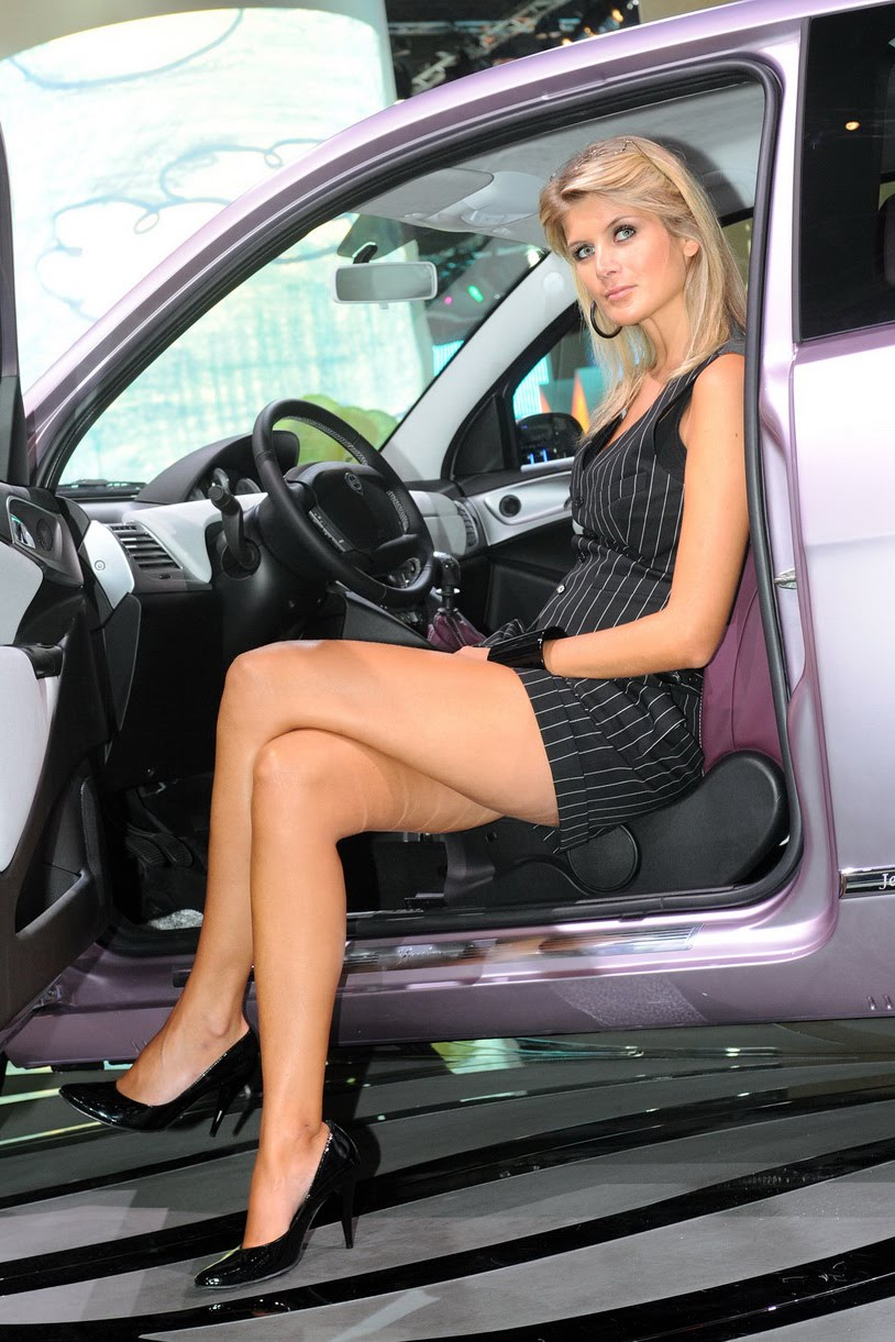 Frankfurt Auto Show ladies - must see gallery of glamour ...