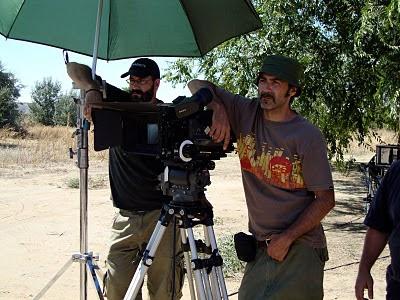 Víctor Tejedor junto a la cámara en el rodaje