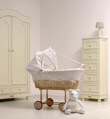 lit roulotte laurette cheap bambi lit barreaux xcm motifs bambi collection disney ce joli lit. Black Bedroom Furniture Sets. Home Design Ideas