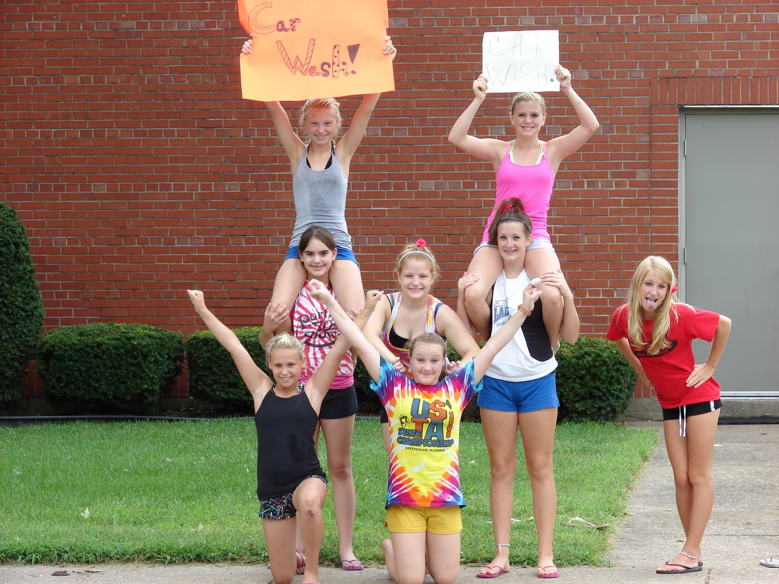 High School Cheerleaders Car Wash http://thegumfamily.blogspot.com/2010/08/porta-cheerleaders-car-wash.html