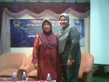 Penulis bersama Puan Hajijah Jais - Penulis Wanita Sarawak