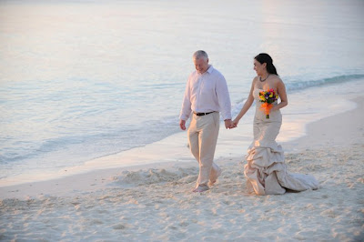 Sunday Cayman Wedding for this Texas Pair - image 5