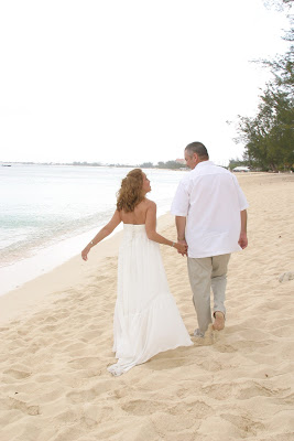 Texans Celebrate Silver Wedding Anniversary in Grand Cayman - image 8
