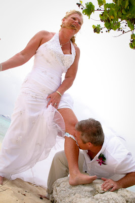 Showers didn't stop this Cayman Island Wedding - image 9