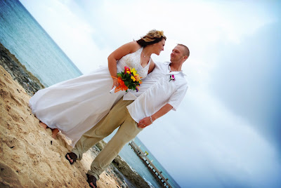 Lakeland Couples' Smiles Push Storm Clouds Away - image 3