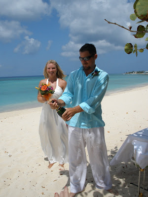 Barefoot Beach Wedding for Cruisers to Cayman - image 4