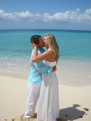 Barefoot Beach Wedding for Cruisers to Cayman - image 3